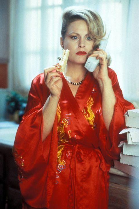 Edie (Beverly D'Angelo) scheint ihren Traumjob gefunden zu haben. Im Haus der reichen Familie Van Arsdale macht sie es sich erst mal gemütlich, wä... - Bildquelle: Disney
