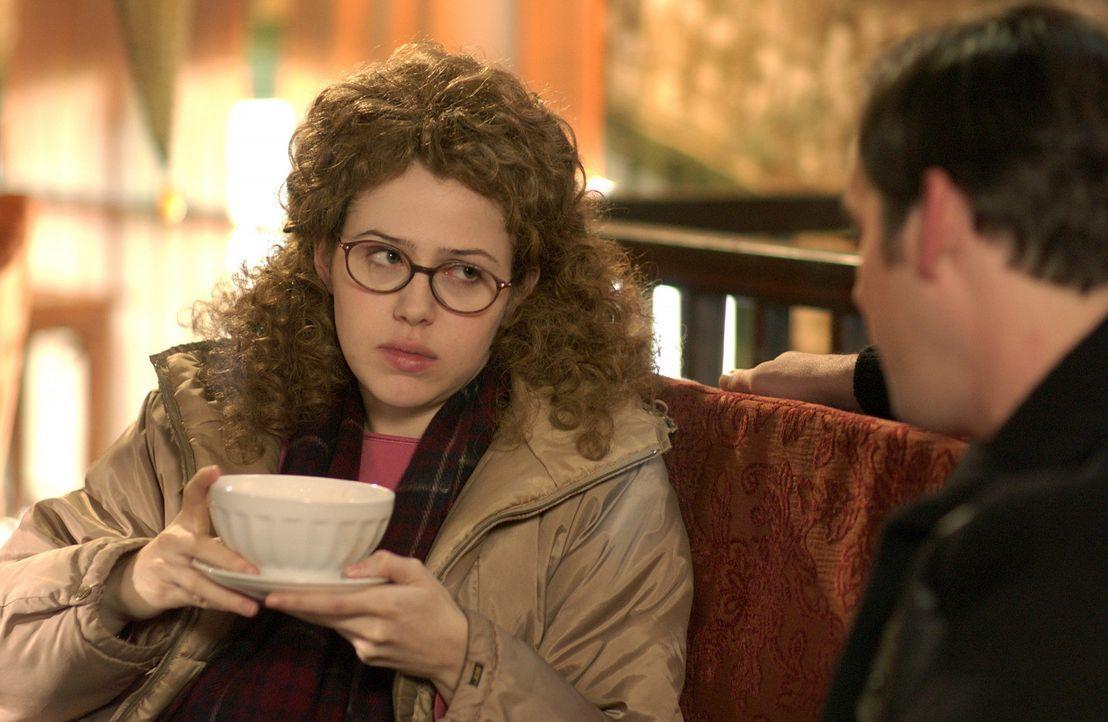 Kaum in New York angekommen, muss Celeste (Majandra Delfino) feststellen, dass nichts so ist, wie versprochen: Die Wohnung ist total vergammelt und... - Bildquelle: Touchstone Television