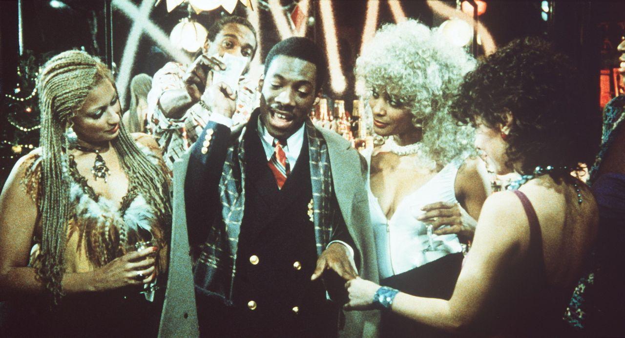 Als Stadtstreicher nicht begehrt, doch als reicher und erfolgreicher Börsenmakler liegen Billy Ray (Eddie Murphy, M.) die Frauen zu Füßen. Er ahn... - Bildquelle: Paramount Pictures