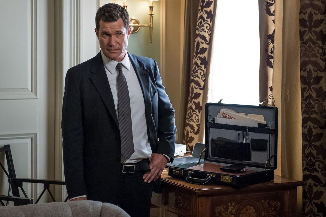 Carrie und Al (Dylan Walsh) finden bei ihren Ermittlungen heraus, dass Dave O'Bannon die Kampagne für Roberts Bürgermeisterkandidatur managen sollte... - Bildquelle: 2014 Broadcasting Inc. All Rights Reserved.