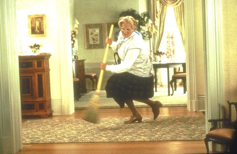 """Mit großer Begeisterung stürzt sich das neue """"Mädchen für alles"""" (Robin Williams) auf die tägliche Hausarbeit ... - Bildquelle: 20th Century Fox"""
