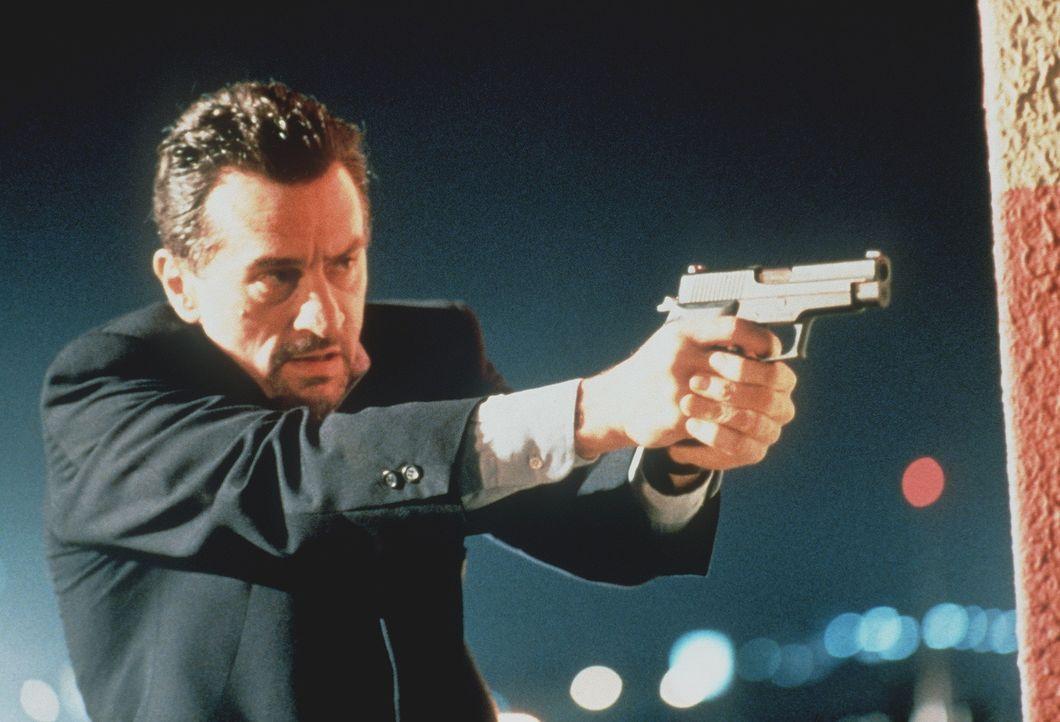 Er weiß, nur einer wird überleben: Neil McCauley (Robert De Niro) ... - Bildquelle: Warner Bros.
