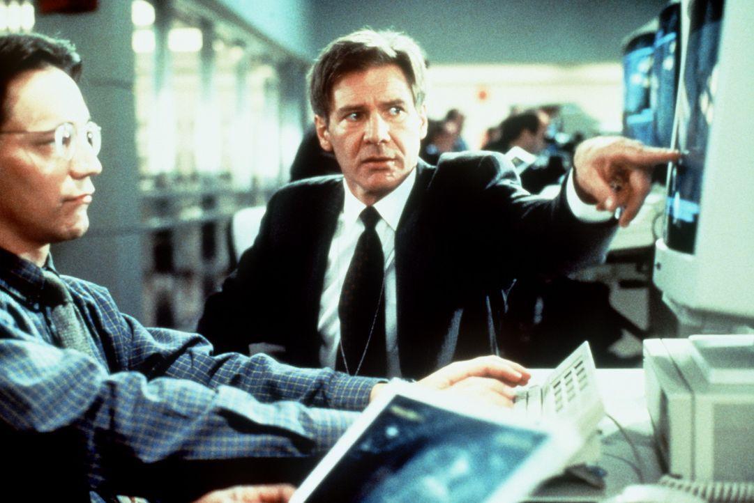 Ryan (Harrison Ford, M.) weiß nicht, dass der Sicherheitsbeauftragte des Präsidenten mit einer illegalen Geheimaktion beauftragt wurde. Cutter sol... - Bildquelle: Paramount Pictures