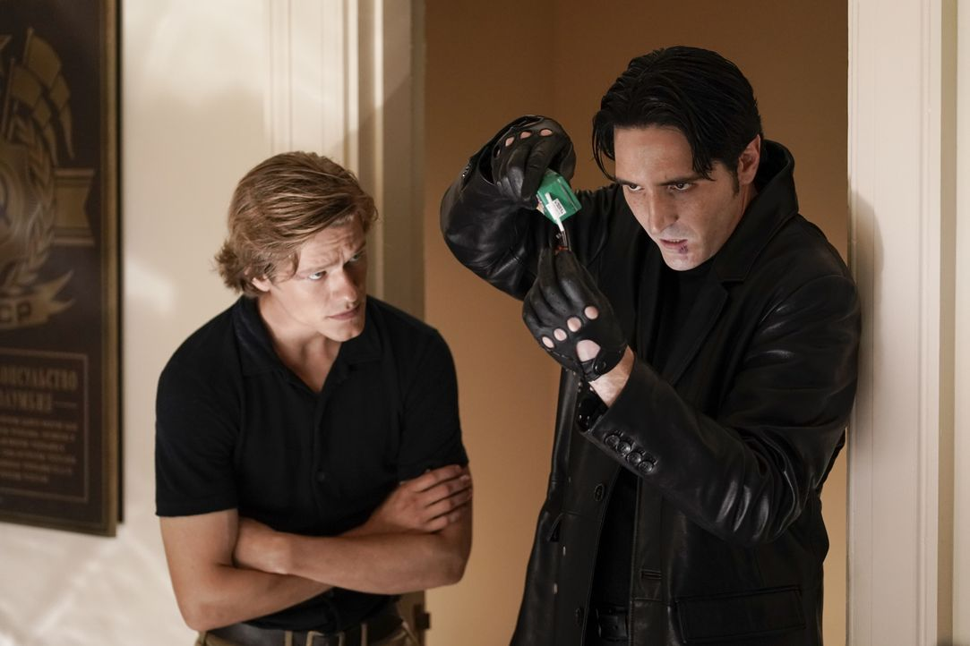 MacGyver (Lucas Till, l.); Murdoc (David Dastmalchian, r.) - Bildquelle: Jace Downs 2018 CBS Broadcasting, Inc. All Rights Reserved / Jace Downs