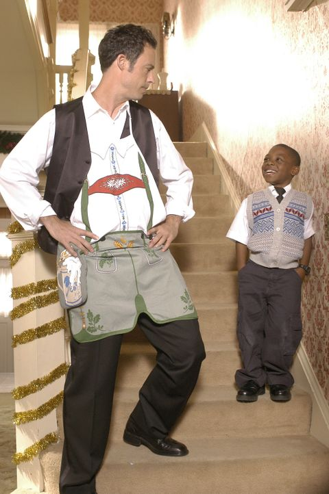 Nick Snowden (Tom Cavanagh, l.) und Hector (Bobb'e J. Thompson, r.) versuchen Buddy zu retten ... - Bildquelle: Buena Vista International Television