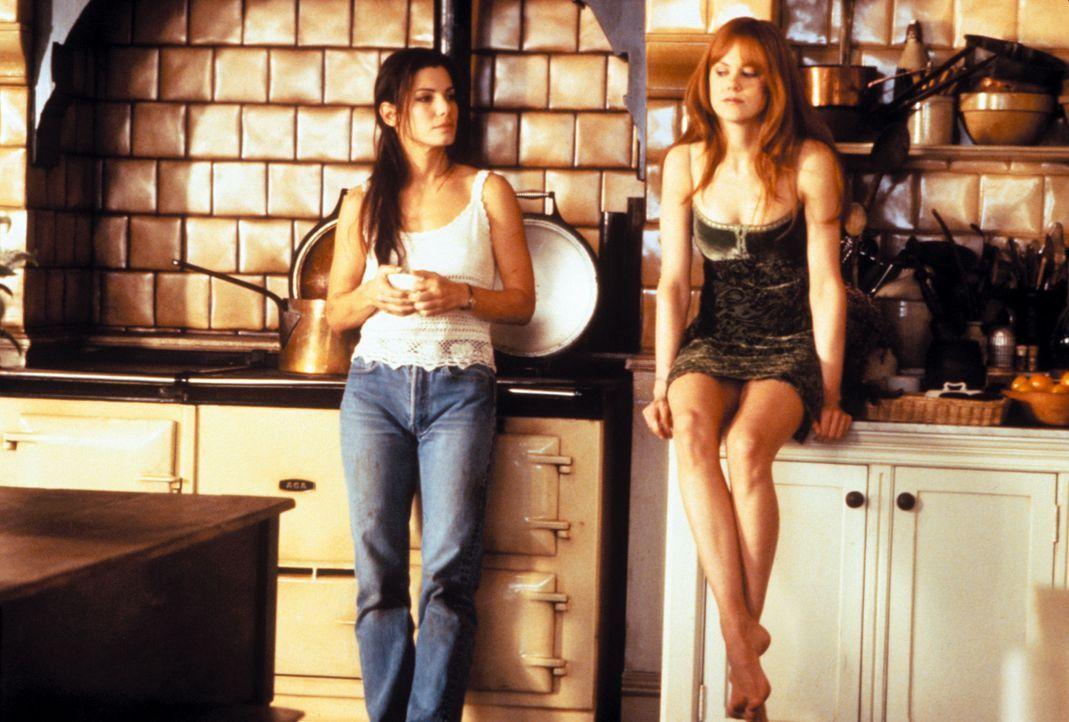 Auf den beiden hübschen Hexenschwestern Sally (Sandra Bullock, l.) und Gillian (Nicole Kidman, r.) lastet ein uralter Fluch. Jeder Mann, der sich i... - Bildquelle: Warner Brothers
