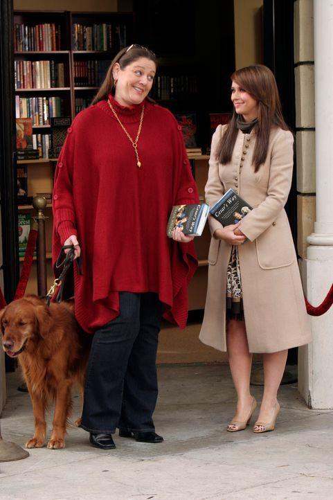 """Delia (Camryn Manheim, l.) ist ein großer Fan von dem berühmten """"Hundeflüsterer"""" Cesar Millan und überglücklich, dass er ihr und Melinda (Jennifer L... - Bildquelle: ABC Studios"""