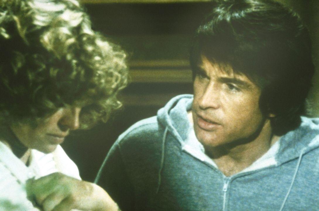 Joe Pendelton (Warren Beatty, r.) muss mitansehen, wie seine Geliebte, die hübsche Betty Logan (Julie Christie, l.), um ihn trauert ... - Bildquelle: Paramount Pictures