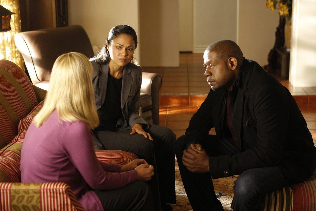 Sam (Forest Whitaker, r.) und Det. Vivian Solis (Karen Olivo, M.) müssen Kenneth Richards Frau, Brenda (Susan Leslie, l.), die schreckliche Nachrich... - Bildquelle: ABC Studios