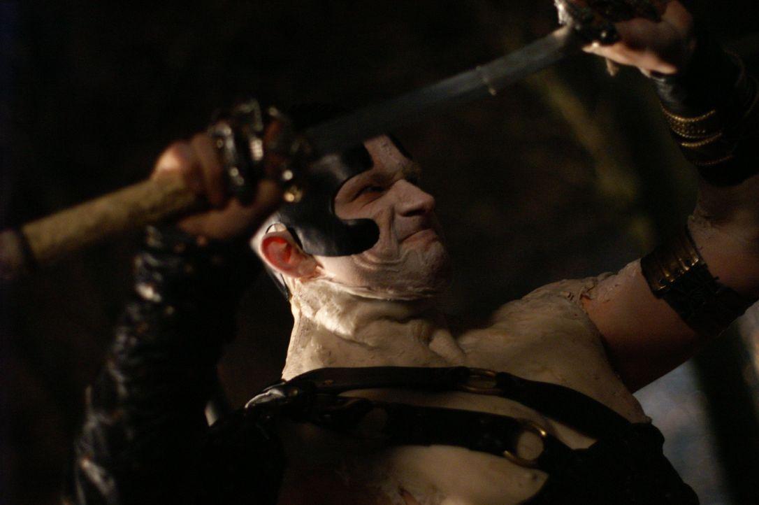 Der Wächter (Christian Solimeno) ist ein Unsterblicher aus der Urzeit. Er sieht einem Zombie mittlerweile ähnlicher als einem Menschen. - Bildquelle: Lions Gate Films