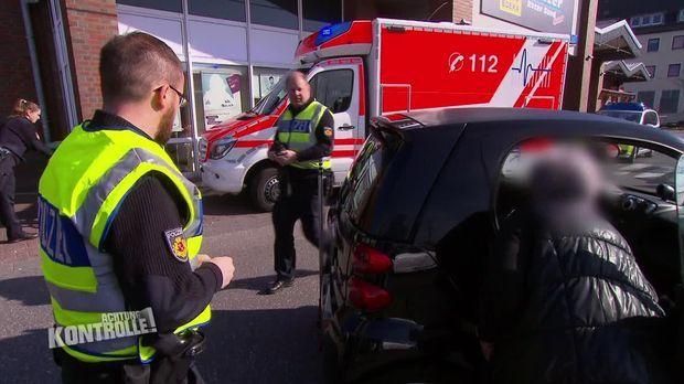 Achtung Kontrolle - Achtung Kontrolle! - Thema U.a.: älterer Mann Wird Angefahren - Verkehrspolizei Bremerhaven Eilt Zur Unfallstelle