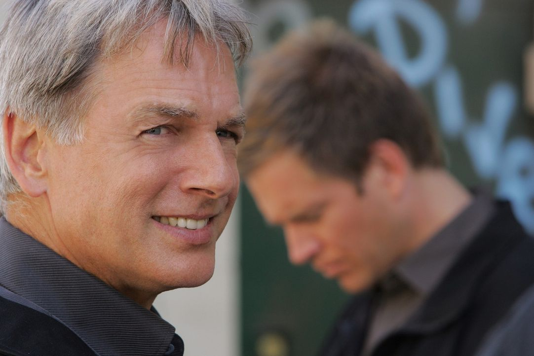 Ein neuer schwieriger Fall wartet auf Gibbs (Mark Harmon, l.) und Tony (Michael Weatherly, r.) ... - Bildquelle: CBS Television