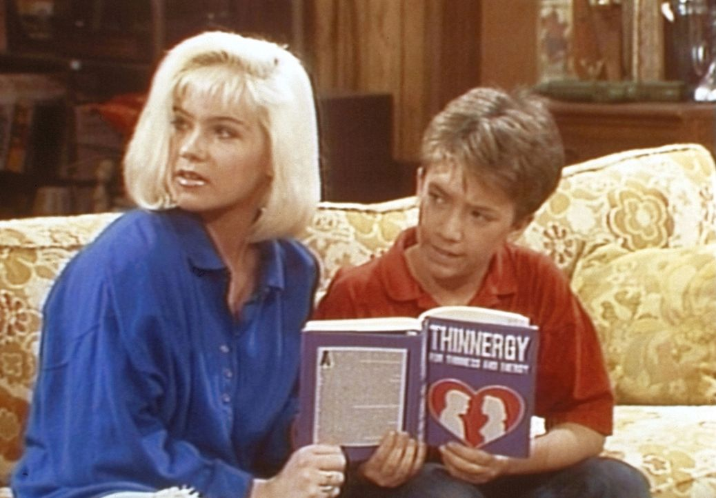 Kelly (Christina Applegate, l.) und Bud (David Faustino, r.) können es nicht fassen: Ihre Mutter macht eine biodynamische Diät. - Bildquelle: Columbia Pictures