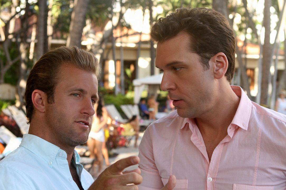 Danny (Scott Caan, l.) bekommt unerwarteten Besuch von seinem Bruder (Dane Cook, r.), während auf der Insel eine Serie von Bombenattentaten das Team... - Bildquelle: 2011 CBS BROADCASTING INC.  All Rights Reserved.