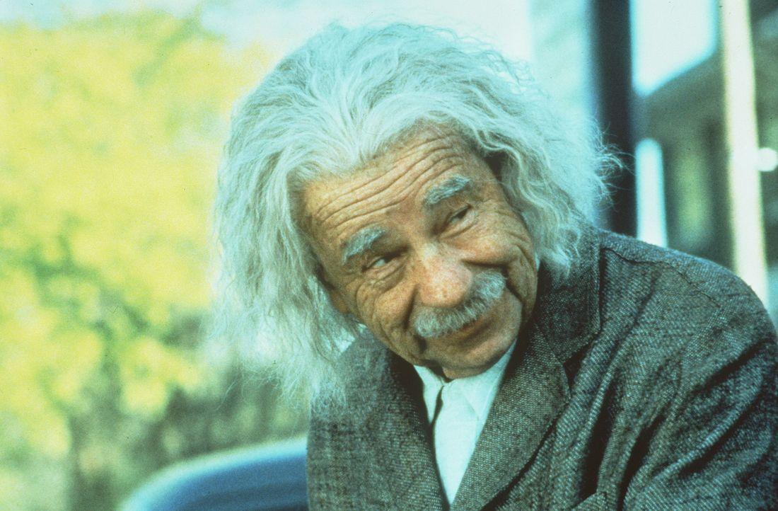 Als sich der sympathische Mechaniker Ed in Catherine verliebt, unterstützt ihn der gewitzte Einstein (Walter Matthau) nach allen Kräften... - Bildquelle: Paramount Pictures
