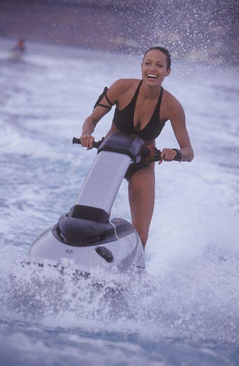 Bei ihrem Grabraubzug in Griechenland entdeckt Lara Croft (Angelina Jolie) eine Kugel, die das Schicksal der Welt für immer beeinflussen konnte. Doc... - Bildquelle: 2003 by Paramount Pictures. All Rights Reserved.