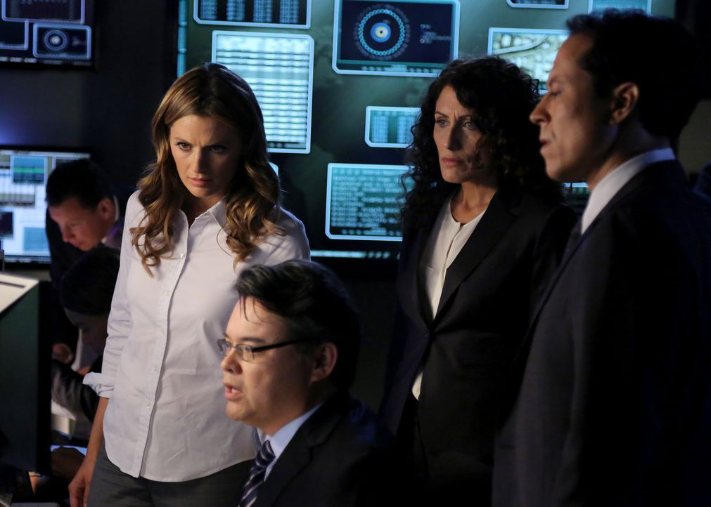 Im Wettlauf gegen die Zeit: Kate Beckett (Stana Katic, 2.v.l.), Agent Richmond (Peter James Smith, 3.v.r.), Agent Rachel McCord (Lisa Edelstein, 2.v... - Bildquelle: ABC Studios