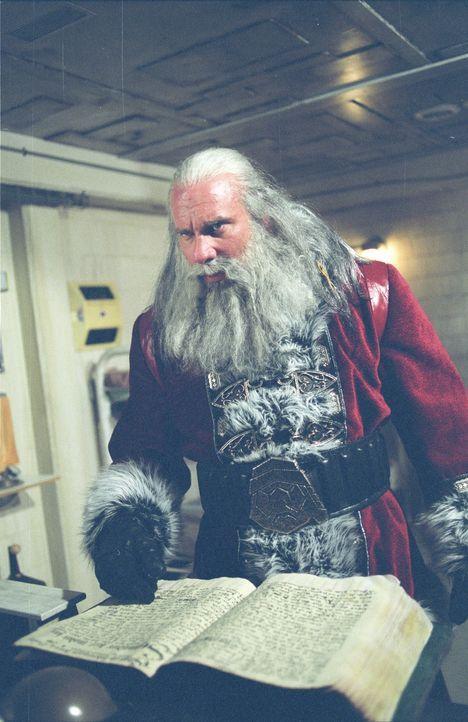 Santa (Bill Goldberg) prügelt und mordet sich durch die Reihen der Bürger einer amerikanischen Kleinstadt: Nun verfolgt er einen 16-jährigen Jungen... - Bildquelle: E.M.S. New Media AG