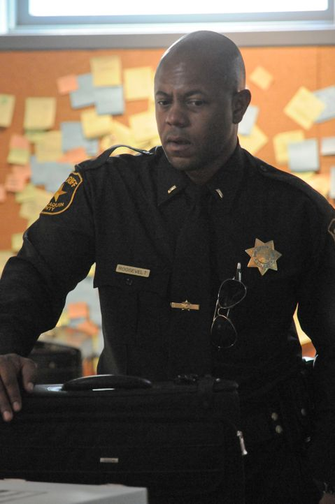 Sheriff Roosevelt (Rockmond Dunbar) versucht alles, um Juice zur Mitarbeit zu bewegen. Ist das eine gute Idee? - Bildquelle: 2011 Twentieth Century Fox Film Corporation and Bluebush Productions, LLC. All rights reserved.