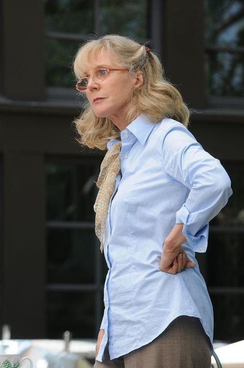 Weiß Louise Leaming (Blythe Danner) etwa den wahren Grund für das plötzliche Verschwinden ihrer Tochter? - Bildquelle: Paramount Network Television