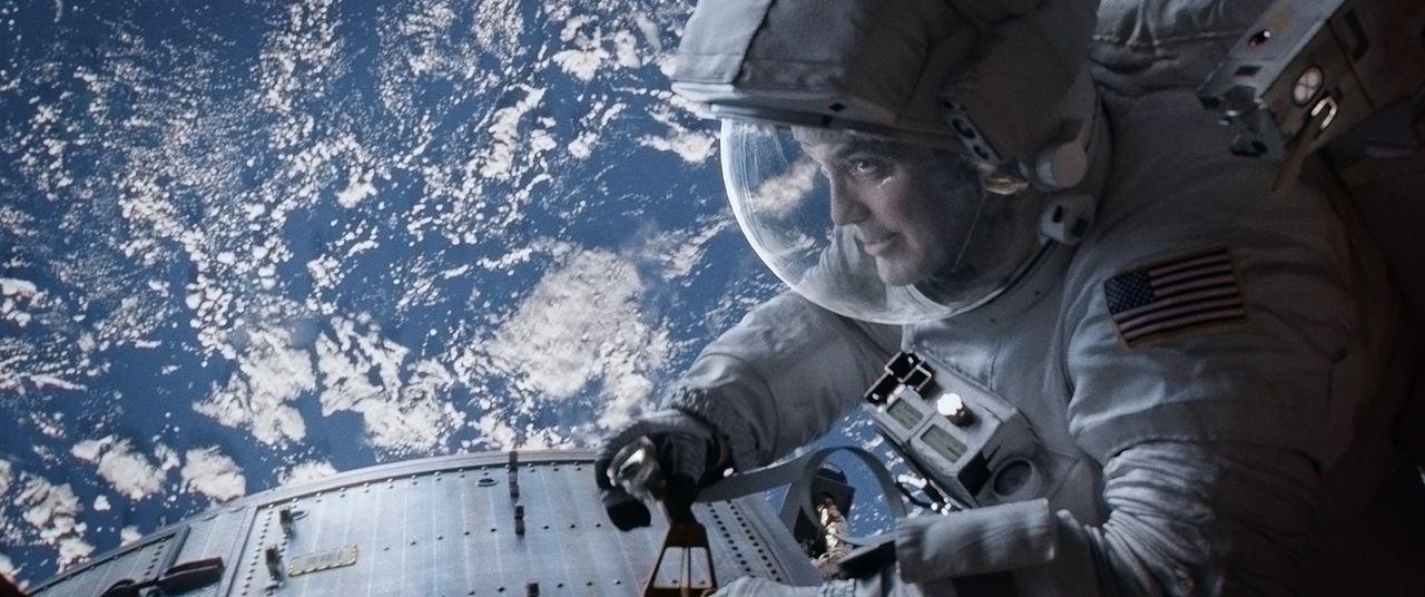 130 Stunden im Weltraum spazieren gehen und einen Rekord brechen: Diesen Traum möchte sich der erfahrene Astronaut Matt (George Clooney) auf seiner... - Bildquelle: Warner Brothers