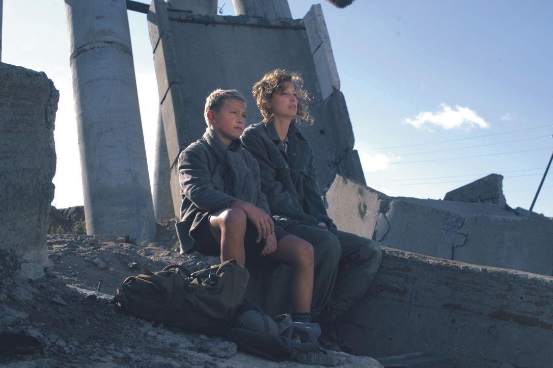 Peter Kranz (Donevan Gunia, l.); Traudl Junge (Alexandra Maria Lara, r.) - Bildquelle: Constantin Film Verleih GmbH