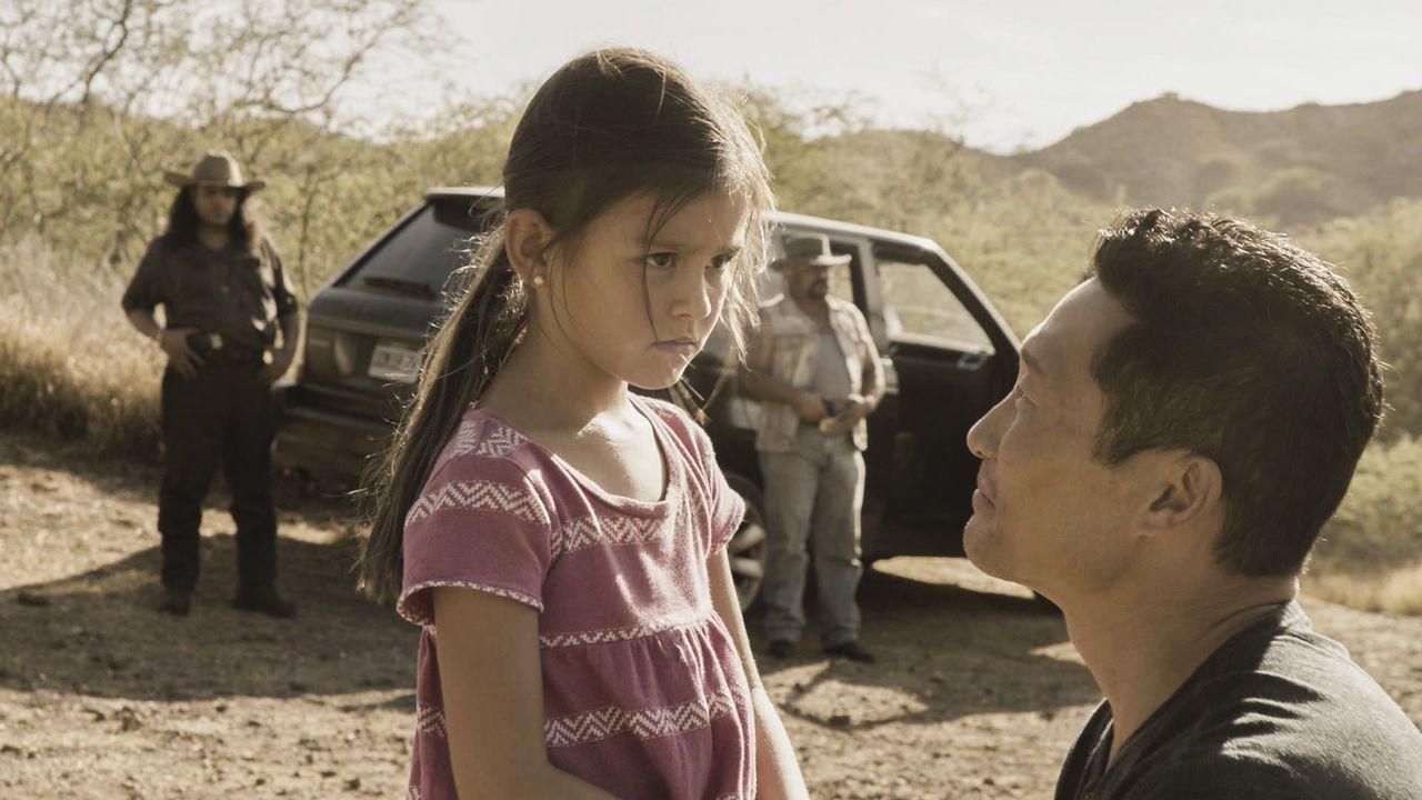 Wird Chin (Daniel Dae Kim, r.) seine Nichte Sara (Londyn Silzer, 2.v.l.) lebend aus Mexiko herausholen können? Er wird jedenfalls alles dafür tun ..... - Bildquelle: 2016 CBS Broadcasting, Inc. All Rights Reserved