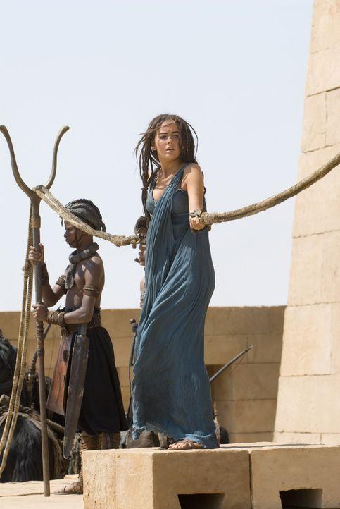 Während D'Leh auf der Jagd ist, wird die schöne Evolet (Camilla Belle) von brutalen Kriegern entführt, die sie in eine Welt bringen, die ihre Vor... - Bildquelle: Warner Brothers