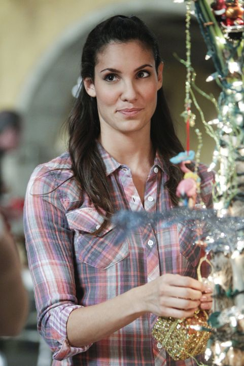 Bereitet alles für die Festtage vor: Kensi (Daniela Ruah) ... - Bildquelle: CBS Studios Inc. All Rights Reserved.
