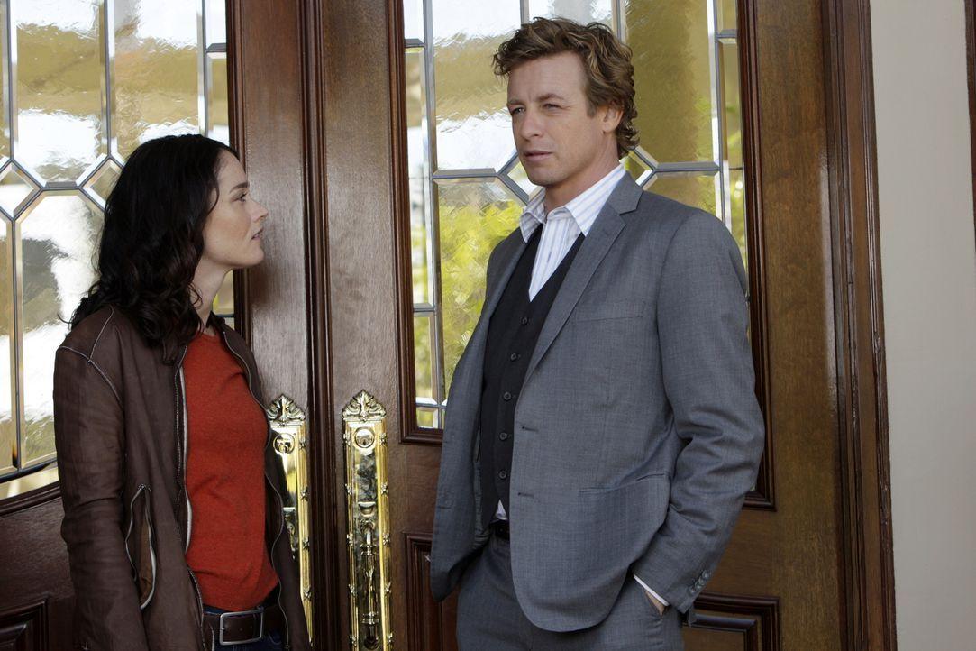 Noch stehen Patrick Jane (Simon Baker, r.) und Teresa Lisbon (Robin Tunney, l.) vor einem Rätsel ... - Bildquelle: Warner Bros. Television