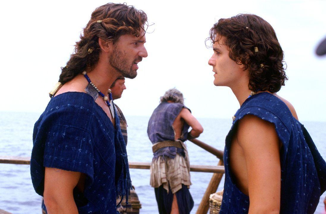 Eigentlich wollte König Menelaos von Sparta endlich mit König Priamos von Troja und seinen Söhnen Hector (Eric Bana, l.) und Paris (Orlando Bloom... - Bildquelle: Warner Brothers International Television