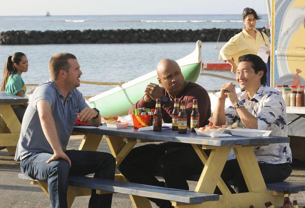 Müssen zusammenarbeiten: Callen (Chris O'Donnell, l.), Chin (Daniel Dae Kim, r.) und Sam (LL Cool J, M.) ... - Bildquelle: TM &   CBS Studios Inc. All Rights Reserved.