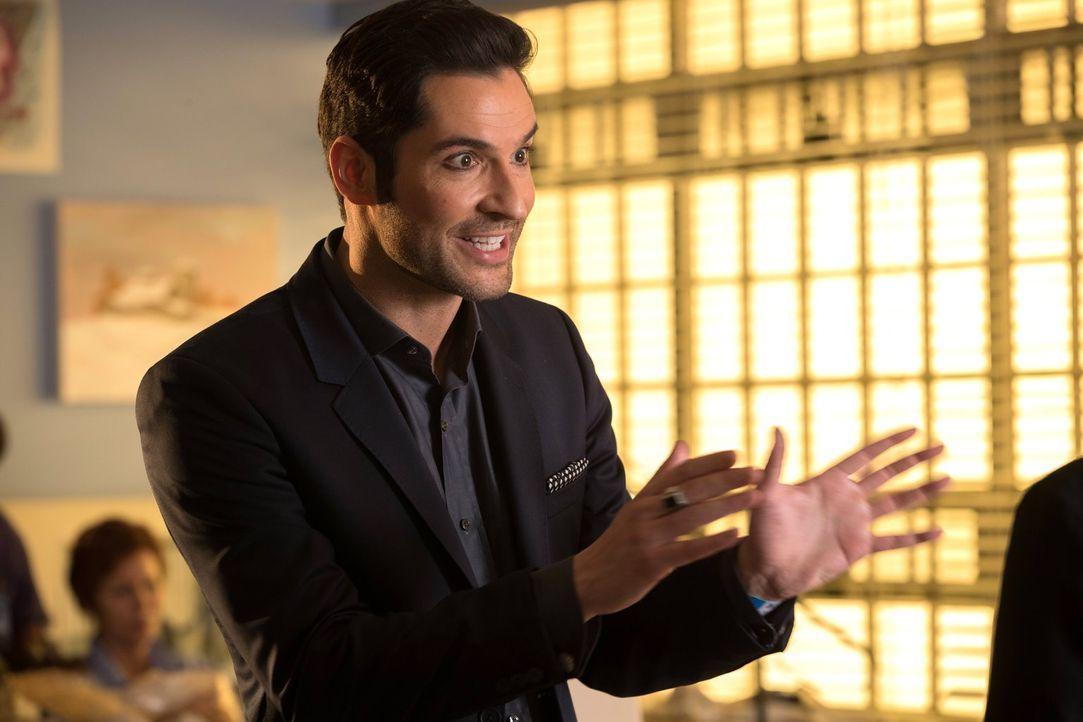Ein möglicher Mörder bezeichnet sich selber als Gott, was Lucifer (Tom Ellis) zu besonderen Nachforschungen veranlasst, die Erstaunliches zu Tage br... - Bildquelle: 2016 Warner Brothers
