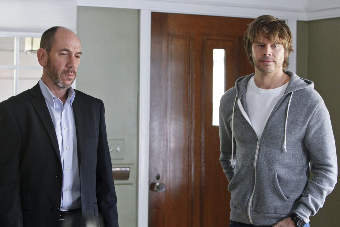 Als zwei Unternehmer, die im Auftrag des Militärs agierten, ermordet werden, beginnen Granger (Miguel Ferrer, l.), Sam, Callen und Deeks (Eric Chris... - Bildquelle: CBS Studios Inc. All Rights Reserved.
