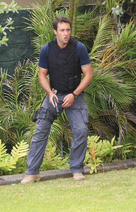 Der Hauch des Todes: Steve (Alex O'Loughlin) ... - Bildquelle: 2011 CBS BROADCASTING INC.  All Rights Reserved.
