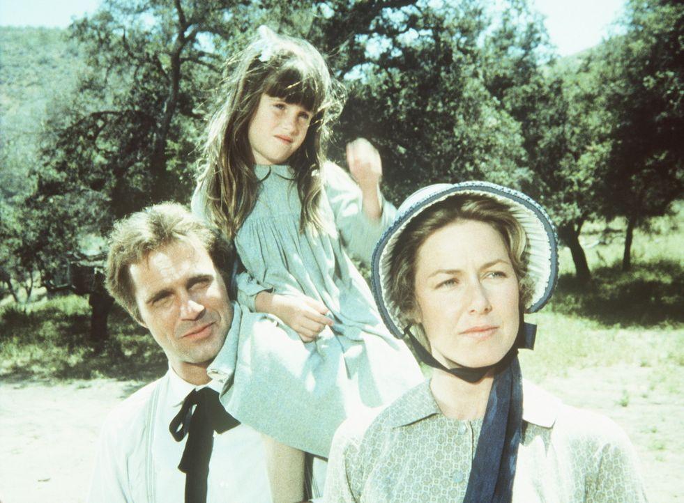 Chris Nelson (Gil Gerard, l.) fühlt sich bei den Ingalls sichtlich wohl und begleitet Carrie (Lindsay Sidney Greenbush, M.) und ihre Mutter Carolin... - Bildquelle: Worldvision