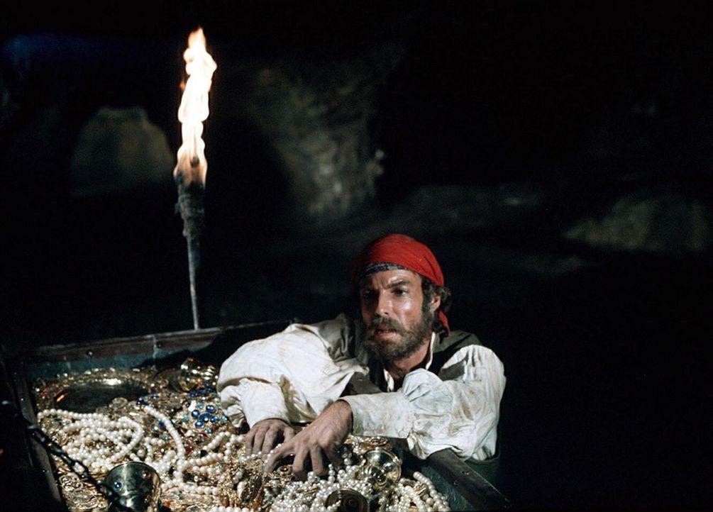 Der sterbende Faria vertraut Dantes (Richard Chamberlain) sein größtes Geheimnis an: das Wissen um einen Schatz auf der unbewohnten Insel Montecri... - Bildquelle: National Broadcasting Company (NBC)