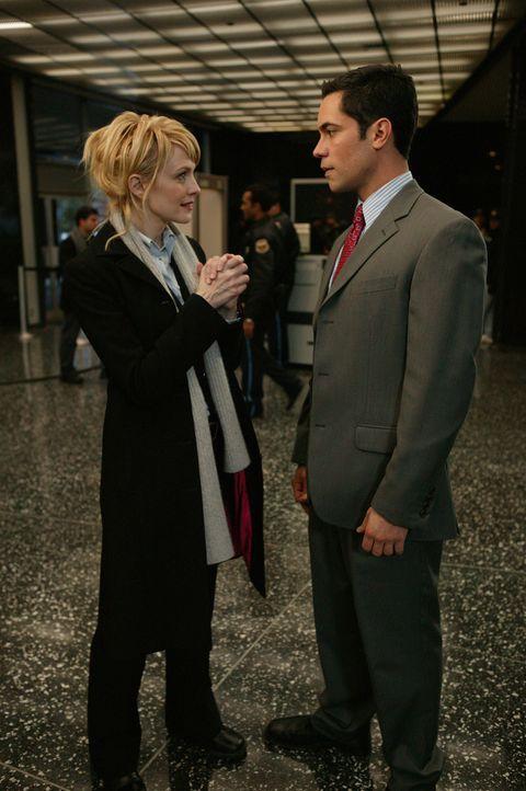 Das Verhältnis zwischen Det. Lilly Rush (Kathryn Morris, l.) und Det. Scott Valens (Danny Pino, r.) ist nach wie vor angespannt ... - Bildquelle: Warner Bros. Television