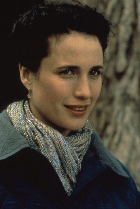 Rita (Andie MacDowell) entdeckt an ihrem Kollegen plötzlich völlig neue, durchaus liebeswerte Seiten ... - Bildquelle: Columbia TriStar