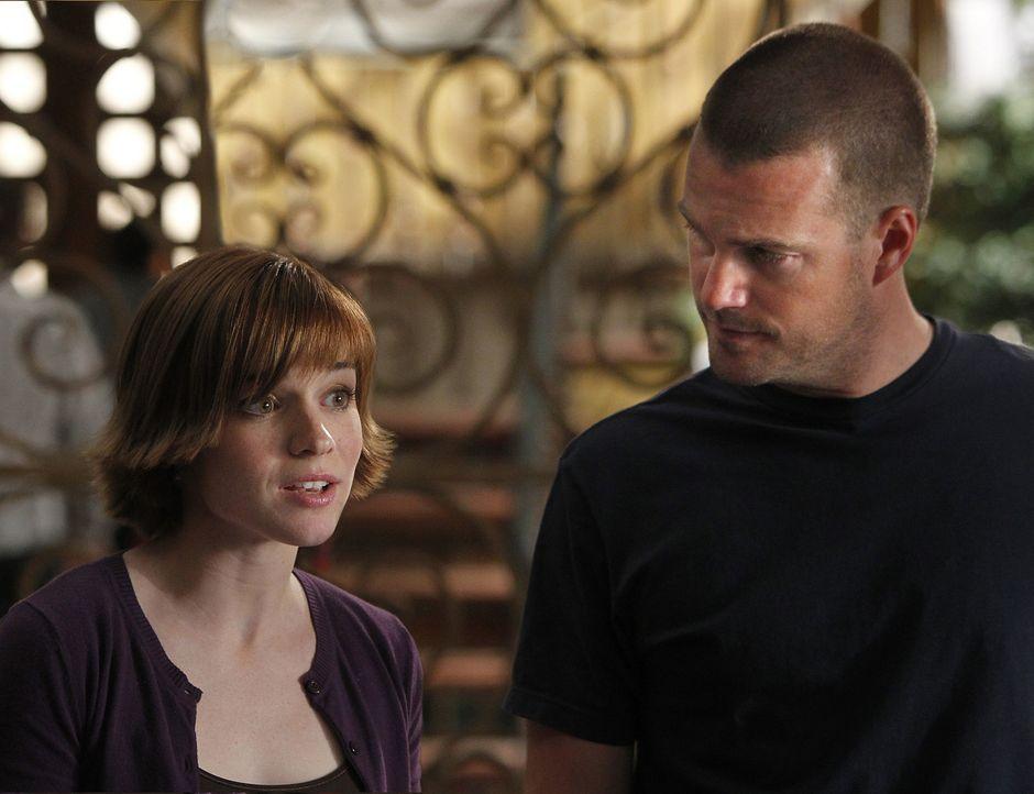 Versuchen alles, um einen Fall aufzudecken: Nell (Renée Felice Smith, l.) und Callen (Chris O'Donnell, r.) ... - Bildquelle: CBS Studios Inc. All Rights Reserved.