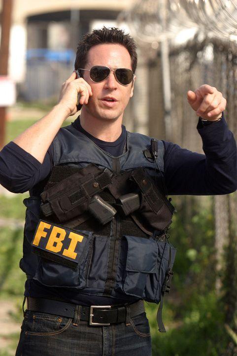 Don Eppes (Rob Morrow) gibt den Befehl, das Haus in dem sich die Bauteile für Bomben befinden, zu stürmen ... - Bildquelle: Paramount Network Television