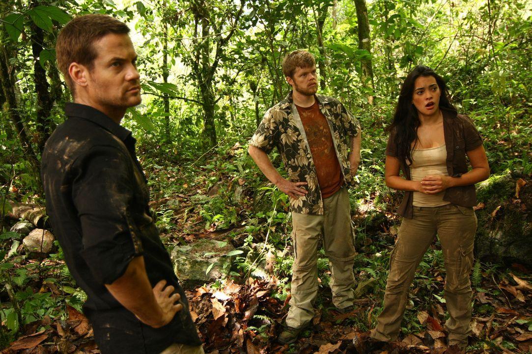 Im tiefen Dschungel der peruanischen Anden müssen (v.l.n.r.) Jack (Shane West), Gordon (Elden Henson) und Maria (Natalie Martinez)  abenteuerliche F...