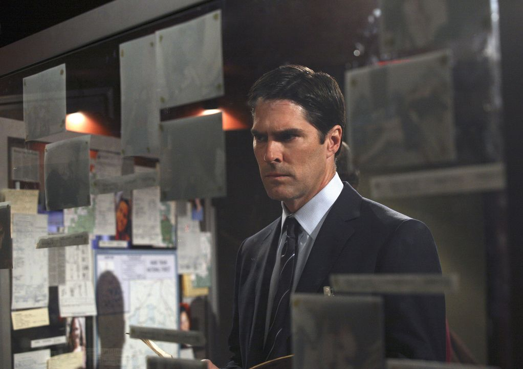 Ist etwas skeptisch gegenüber seiner neuen Kollegin: Hotch (Thomas Gibson) - Bildquelle: Touchstone Television