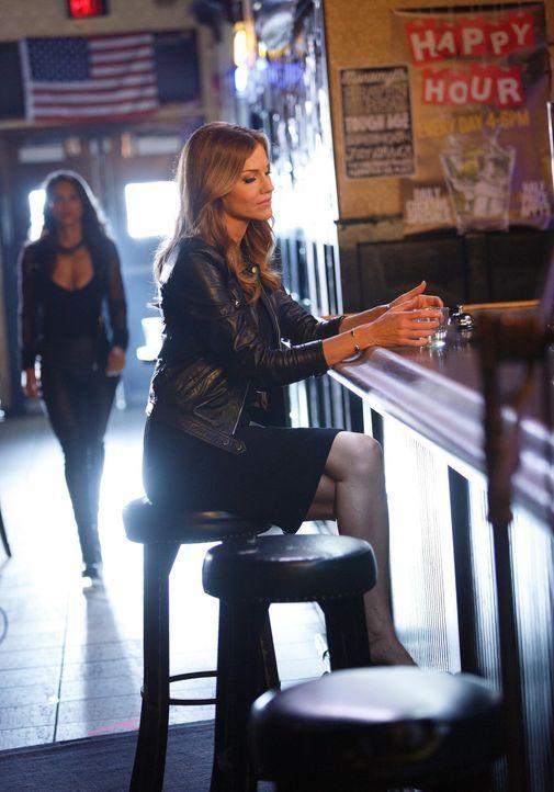 Charlotte (Tricia Helfer) will Lucifer eine unschöne Wahrheit offenbaren und sucht nach Verbündeten ... - Bildquelle: 2016 Warner Brothers