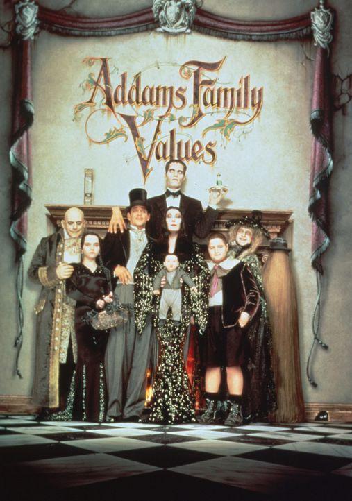 Die Addams Family (v.l.n.r.) : Fester (Christopher Lloyd), Wednesday Addams (Christina Ricci), Gomez Addams (Raul Julia), Morticia Addams (Anjelica... - Bildquelle: Paramount Pictures