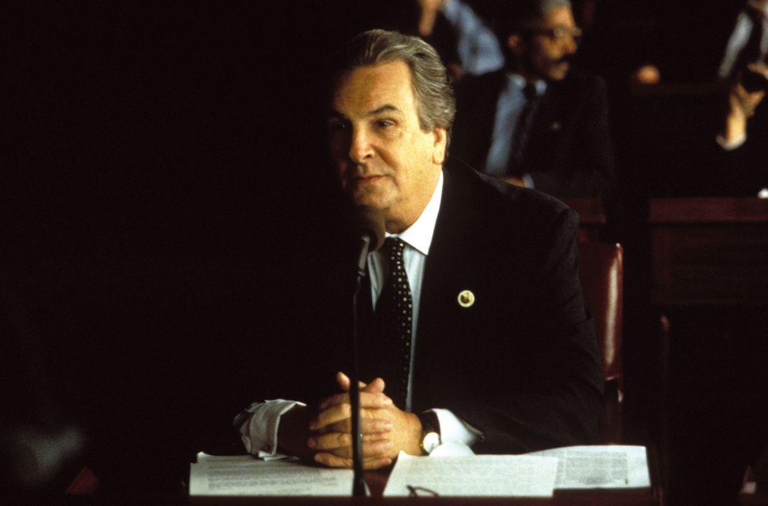 Der Politiker Frank Anselmo (Danny Aiello) möchte mit Hilfe des Mafioso Paul Zapatti die Grundstückpreise in Brooklyn künstlich hochtreiben ... - Bildquelle: Warner Bros. Television