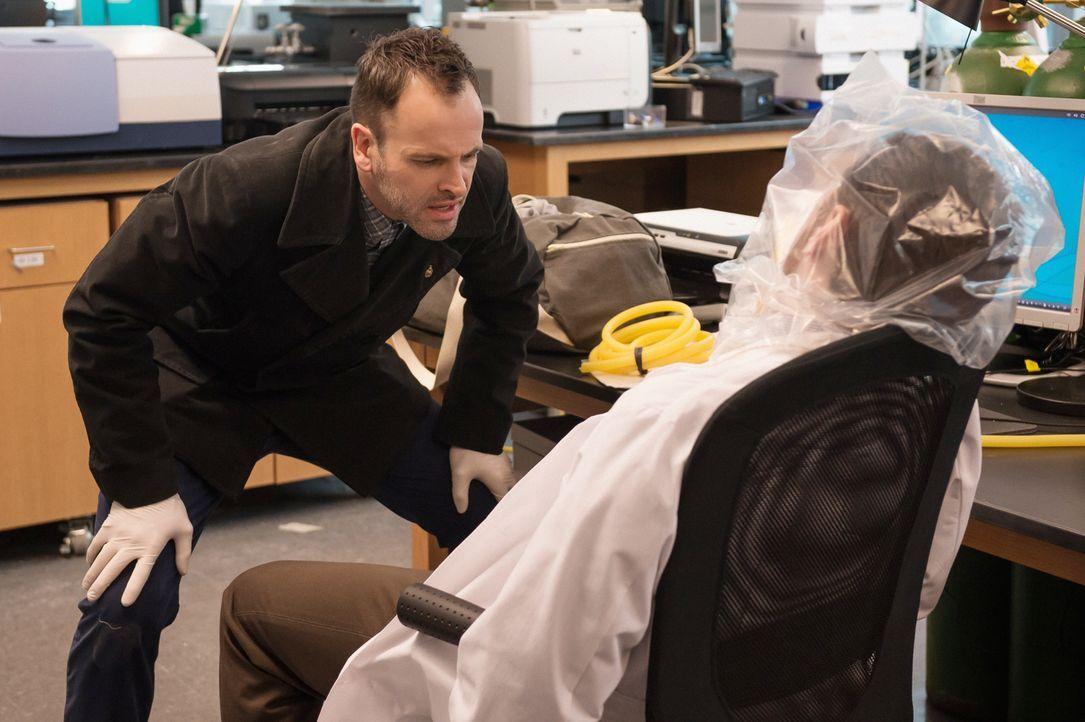 Der berühmte Krebsforscher Barry Granger (Jason Danieley, r.) wurde tot in seiner Dusche aufgefunden, erstickt durch Helium. Obwohl er einen Abschie... - Bildquelle: Jeff Neumann CBS Television