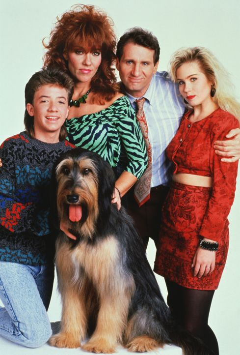 (1. Staffel) - Eine schrecklich nette Familie (v.l.n.r.): Bud (David Faustino), Peggy (Katey Sagal), Al Bundy (Ed O'Neil) und Kelly (Christina Apple... - Bildquelle: Sony Pictures Television International. All Rights Reserved.