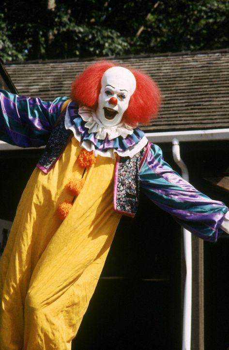 Der Clown Pennywise (Tim Curry) verkörpert das Böse selbst. - Bildquelle: Warner Bros.