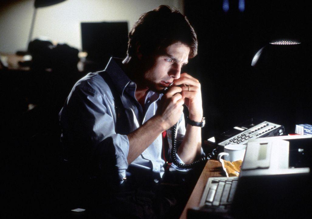 Langsam bekommt es der Harvard-Absolvent Mitch McDeere (Tom Cruise) mit der Angst zu tun! Was hat es nur mit diesen mysteriösen Vorfällen auf sich? - Bildquelle: Paramount Pictures